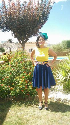 Falda capa y blusa